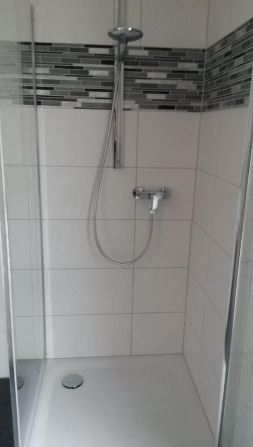 und begehbarer Dusche